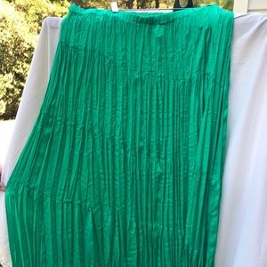 Chico's green tiered crinkle maxi skirt